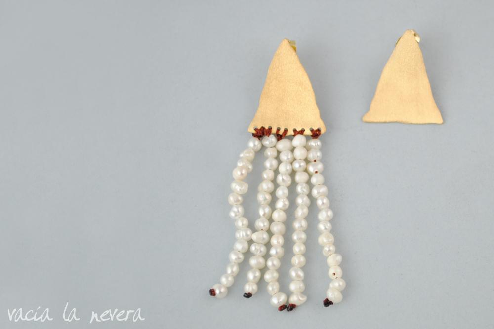 """Baño De Color Deliplus Rojo Fuego:Videl con los pendientes de perlas y baño de oro """"Triángulos"""""""