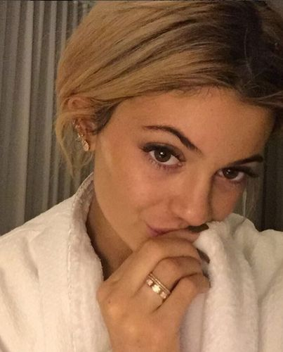 Kylie Jenner shows without makeup!