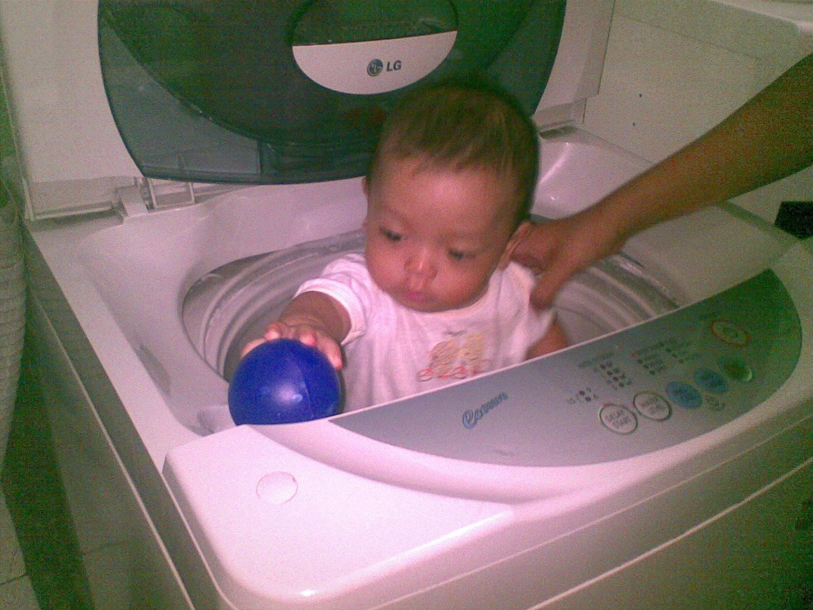 bokep anak kecil 08 Masuk ke mesin cuci (tante yang jahat)