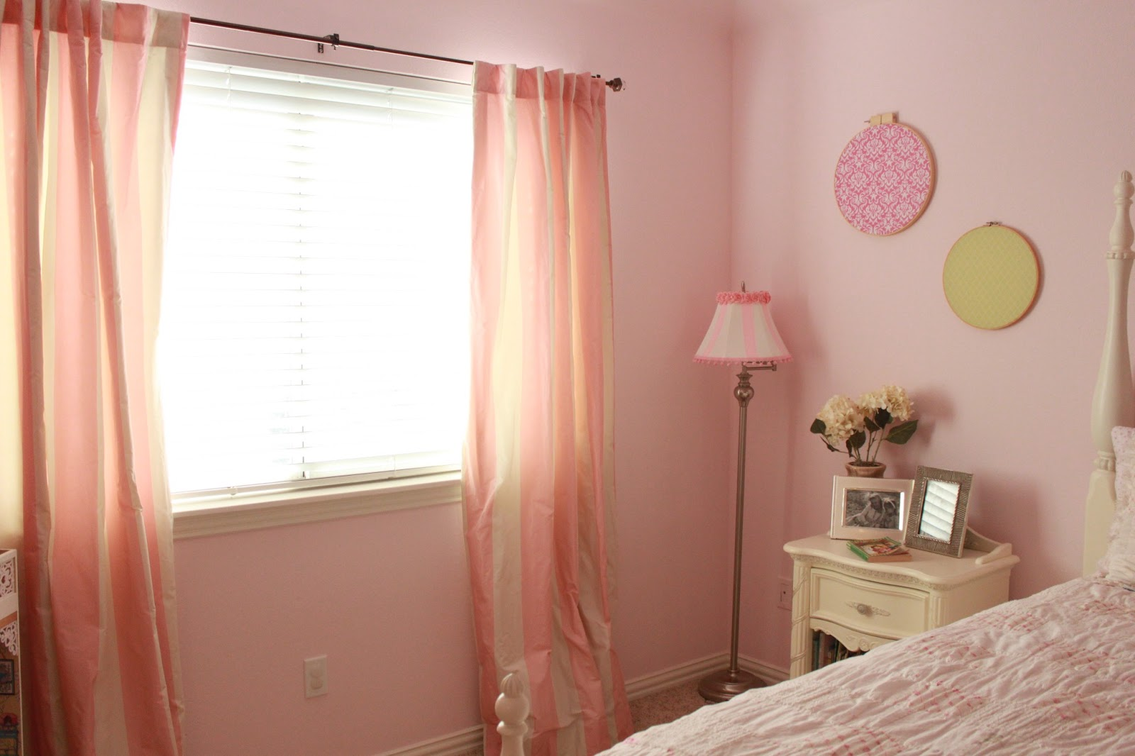 Shabby Chic Girls Bedroom Crafty Texas Girls Pretty In Pink Shabby Chic Bedroom