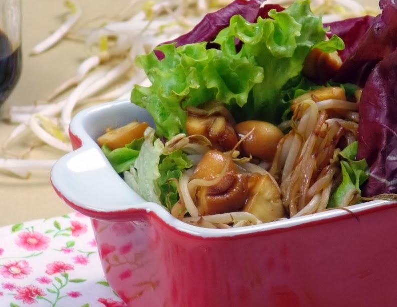 Salada de Folhas com Broto de Feijão e Champignon (vegana)