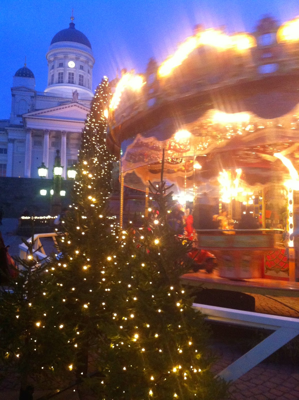 karusellikuja, tuomaanmarkkinat, joulumarkkinat, tuomiokirkko, christmasmarket, carusel, joulukuusi, christmasthree
