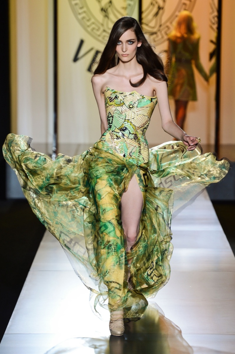 Haute Couture Paris: Atelier Versace - VOGUE
