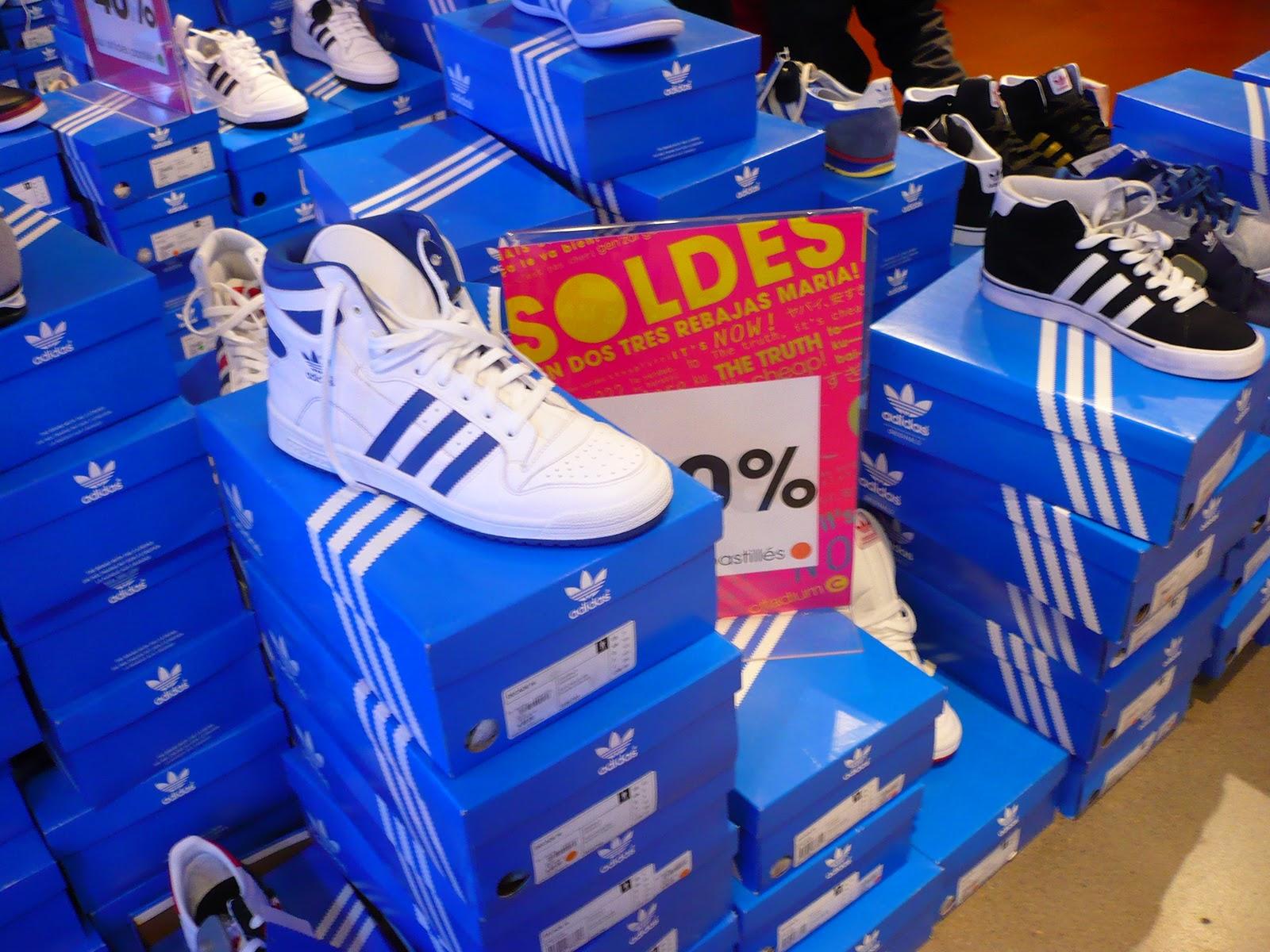 http://4.bp.blogspot.com/-Q_l7HP6ctsI/TxCobK8YqzI/AAAAAAAACN4/qwTLw7mRllE/s1600/1sneakers-baskets-montantes-adidas-decade-HI-citadium-2012-blacnhes-bandes-bleues.JPG