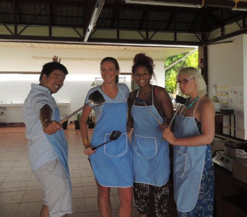 Wannabe chefs at Chef Tummy's Cookery Class, Koh Pha Ngan