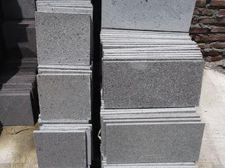 Batu andesit yang siap di jual