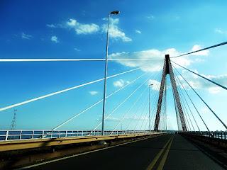 Ponte Internacional Roque Gonzalez de Santa Cruz, entre Posadas, na Argentina e Encarnación, no Paraguai.