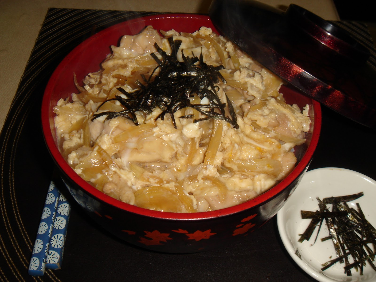 ... to the world: Japanese Chicken and Egg on Rice - Oyakodon 親子丼