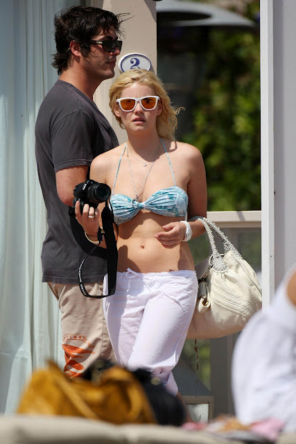 Sexy Elisha Cuthbert Pictures
