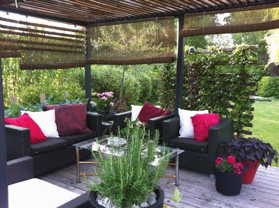 Uteplats uteplats matta : Cattis och Eiras Trädgårdsdesign: Loungen - Före och efter