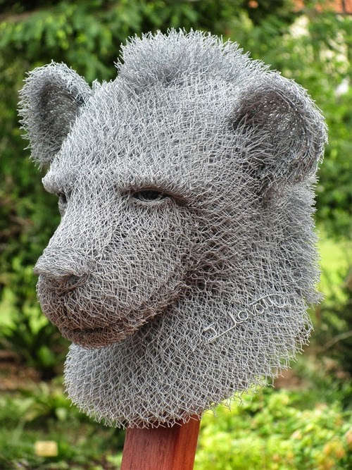 16-Hyena-Chicken-Wire-Sculptures-Sculptor-Ivan-Lovatt-www-designstack-co