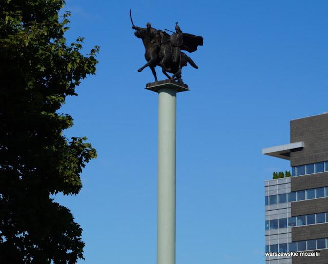 Warszawa Śródmieście rzeźba pomnik z brązu Mieczysław Naruszewicz