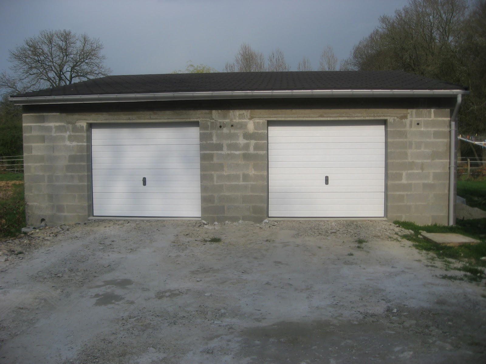 Maison de j r me et laetitia construction du garage double for Construction garage parpaing plan