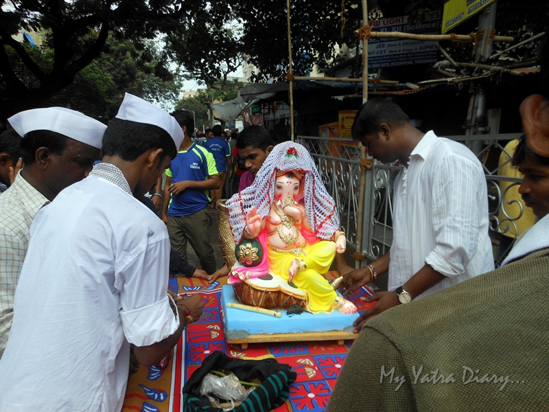 Gaensha goes home in cart, Ganesh Chaturthi Festival, Mumbai