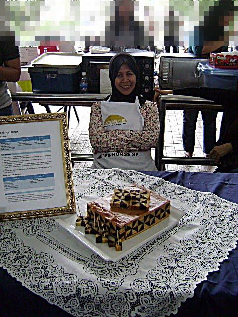 Gambar ketika menjadi peserta Pertandingan Kek Lapis Bercorak Malaysia Book of Records