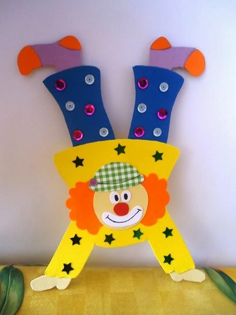 Abbiamo cominciato a preparare decorazioni per l\u0027aula in occasione della  festa di Carnevale eccone una. Ho riportato i singoli pezzi sul  cartoncino