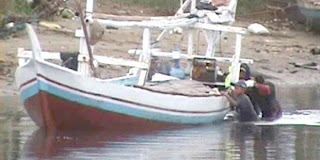 Ratusan nelayan di Kabupaten Bulukumba dorong kapal