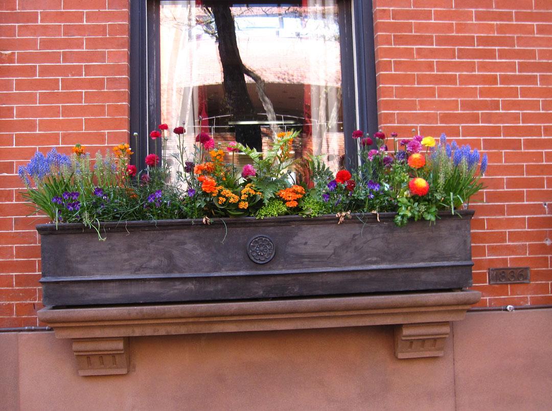 Весна за окном: декорирование фасадов и балконов. интерьер и.