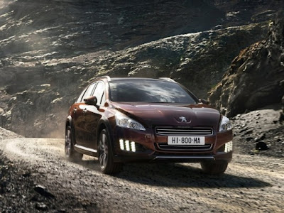 2012-Peugeot-508-RXH-Front-Angle