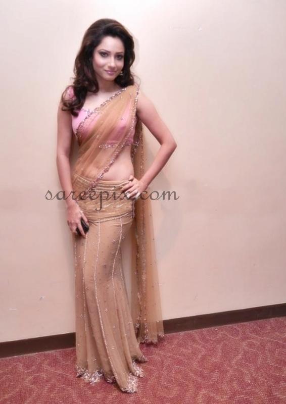 Pavitra-rishta-actress-Ankita-lokhande-IIFA-2013
