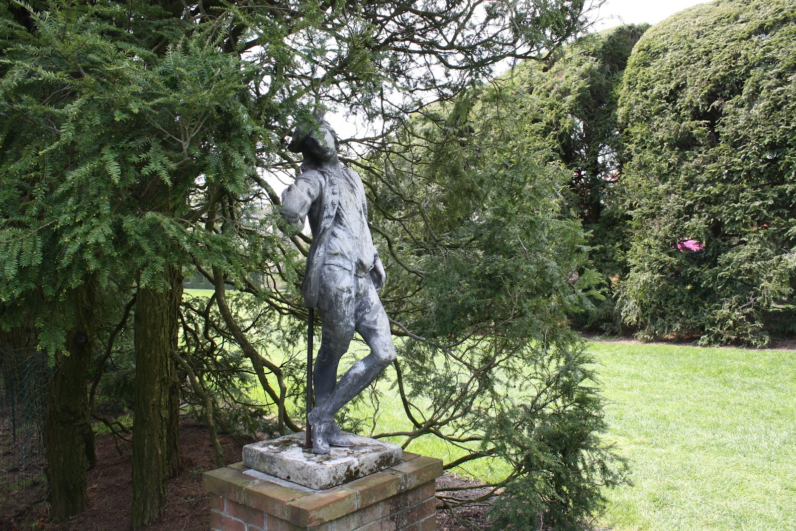 The collected life sculpture garden it 39 s like alice in - Alice in wonderland garden statues ...