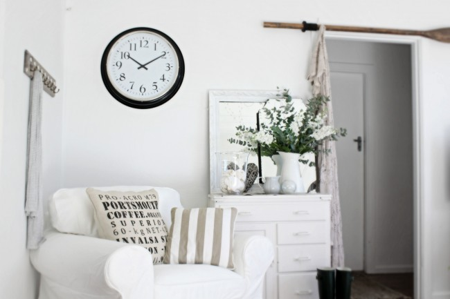 Beach cottage bathroom decor - Simple Details Time For Ikea Bravur