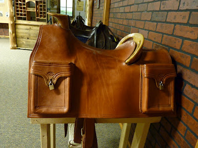 pony express saddle with mochilla