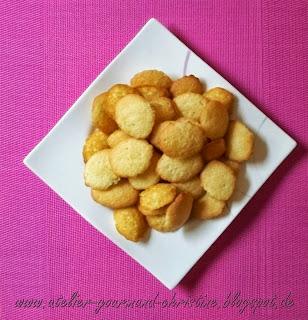 http://atelier-gourmand-christine.blogspot.fr/2013/10/divines-madeleines.html