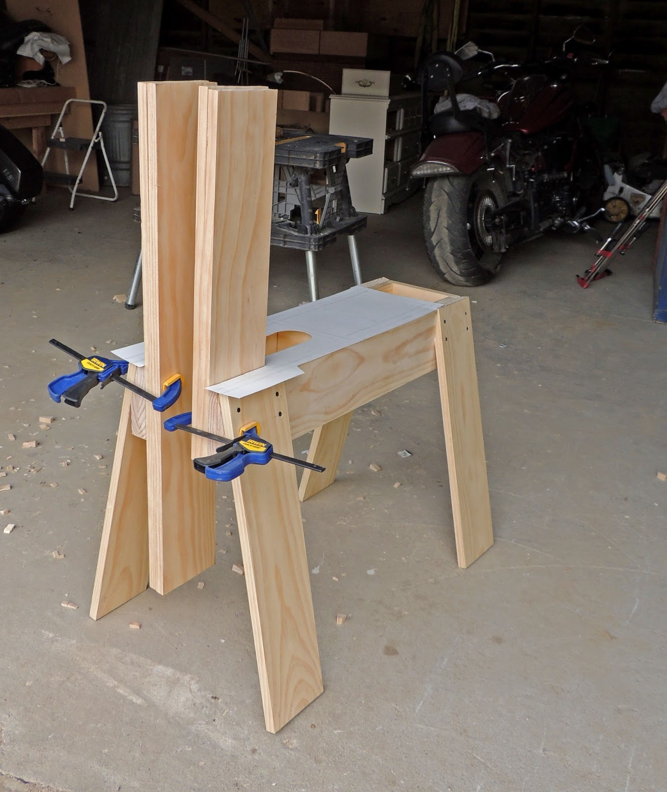 Constructing a saddler's stitching horse