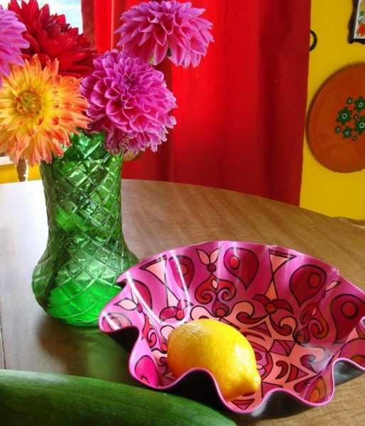 Recycled vinyl record crafts recycling center - Recycled plastic craft ideas ...