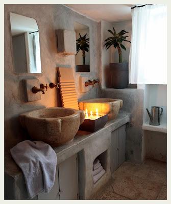 foto baño paredes piedra