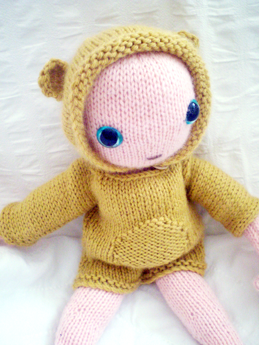 FREE PATTERN: Baby bear Claire Garland: knitting patterns, dolls and inspir...