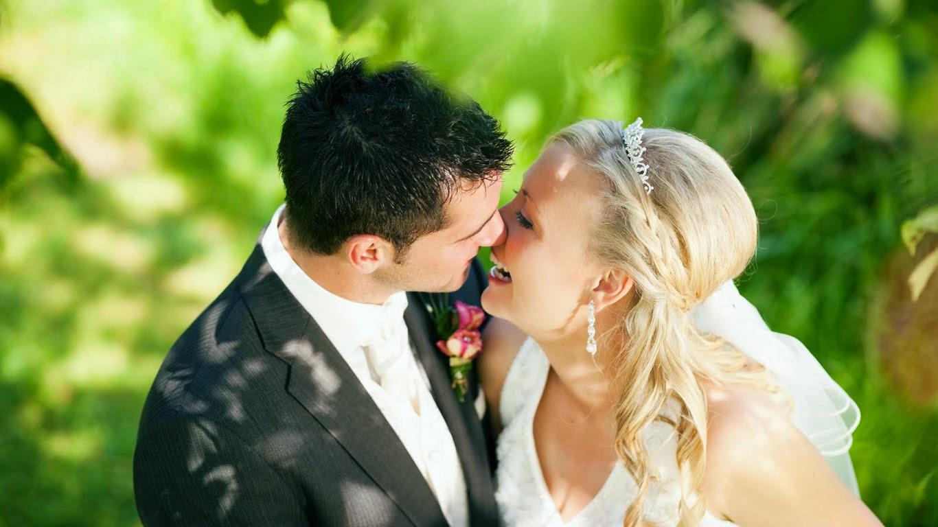 Romantic wedding wallpaper - Romantic couples wedding kiss