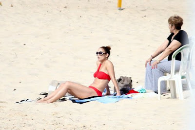 Jennifer-Lopez-Red-Hot-Brazilian-Bikini-Beach