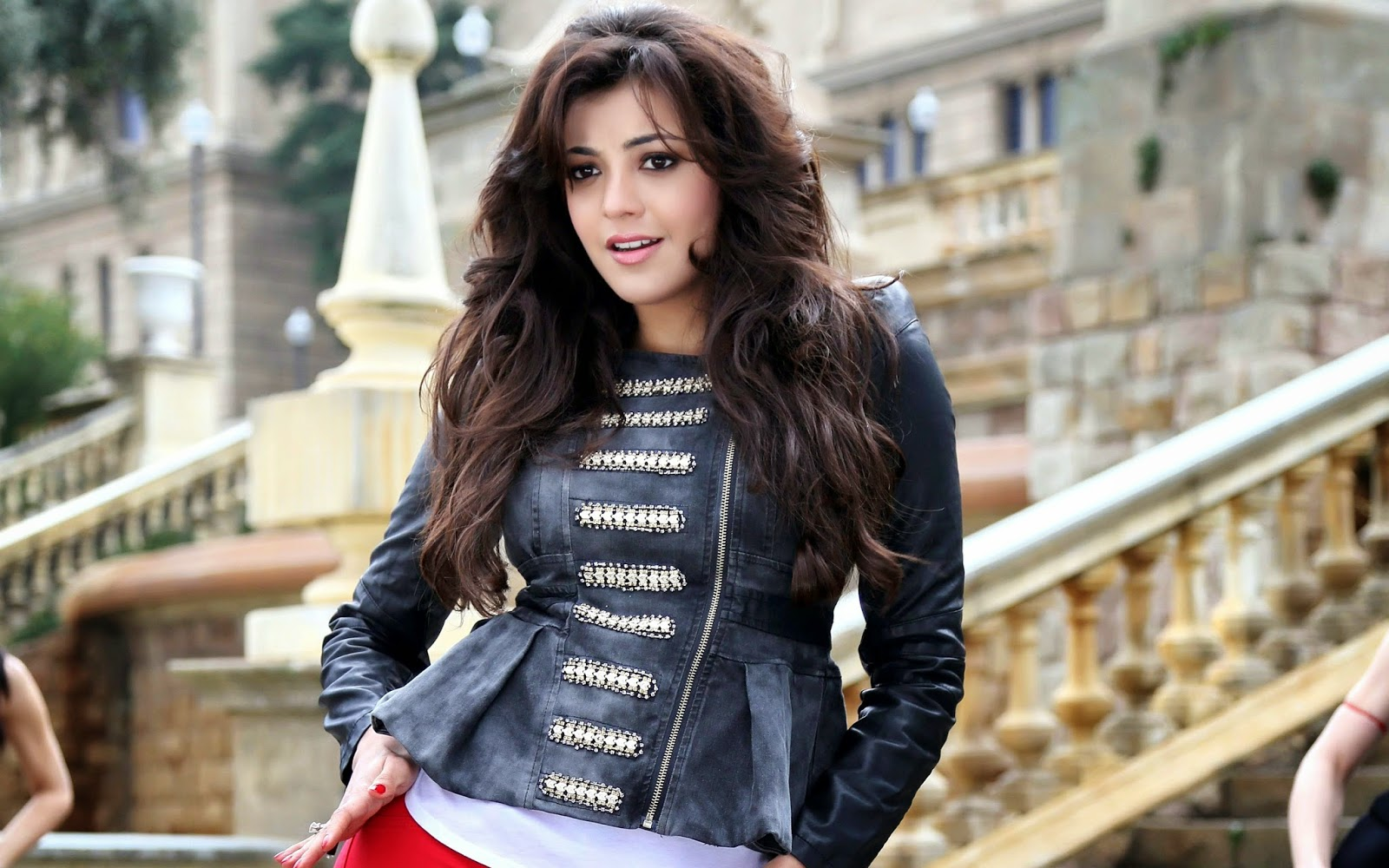http://moviepicturess.blogspot.in/2014/04/kajal-agarwal-hd-wallpapers.html