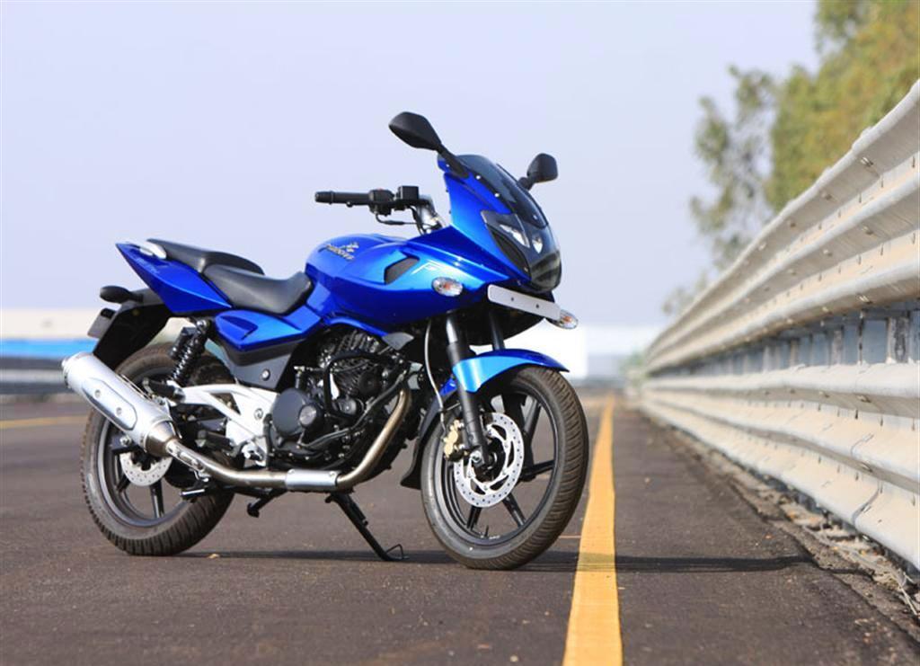 Top Amazing Sports Bike Bajaj New Pulsar 220 F