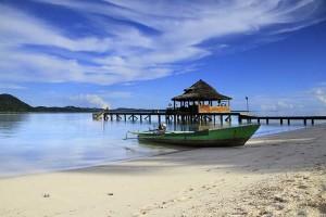 Wisata alam Pantai Ora Maluku Tengah