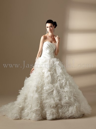 Fairytales amp chandeliers winter christmas themed wedding the gown