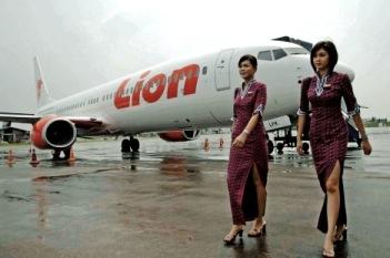 Gambar Pesawat Pramugari Cantik Lion Air