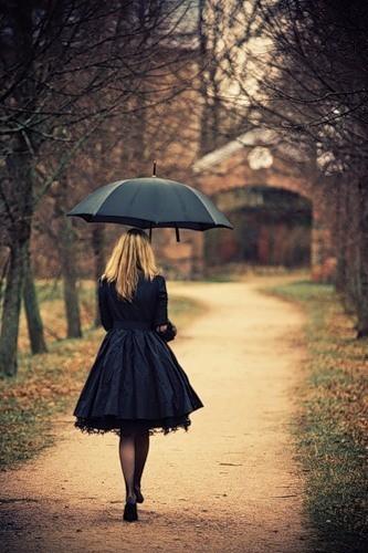 Neka na fotografiji bude... - Page 3 Golden_era-umbrella--woman--rain--dark--Autumn--sad--Cheni's_large