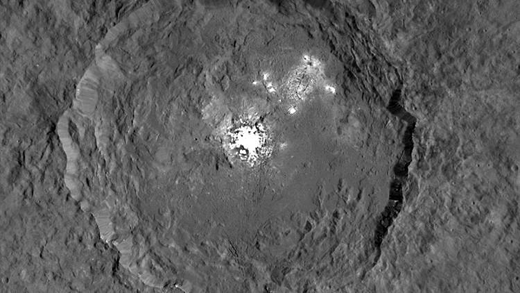 NASA muestra  en detalle puntos brillantes de Ceres