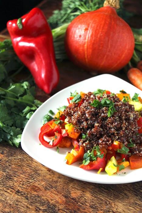 Roter Quinoa mit Gemüse