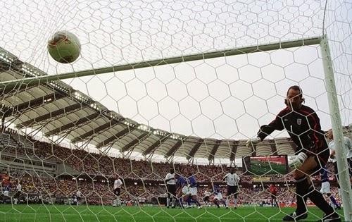 Gol Ronaldinho Gaúcho contra Inglaterra copa do mundo 2002.