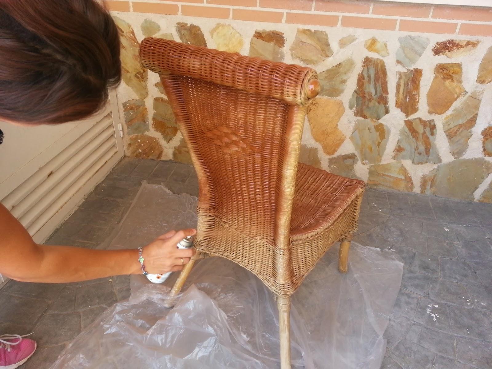 C mo se hace paso a paso c mo pintar sillas de mimbre - Decorar cestas de mimbre paso a paso ...