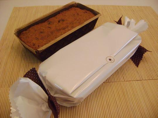 """Esta sugestiva  decoração da embalagem de """"Carmita Biscoitos Gourmet """"  lembra um bombom ."""