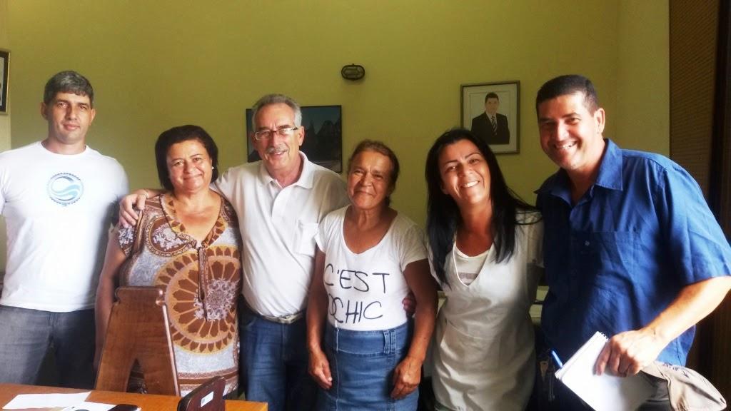 Representantes da Secretaria de Turismo e de quiosques do Soberbo: parceria para o melhor funcionamento do espaço