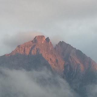 coucher soleil alpes alpengluehen bretzel & cafe creme