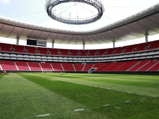 Análisis del césped del estadio de Chivas.