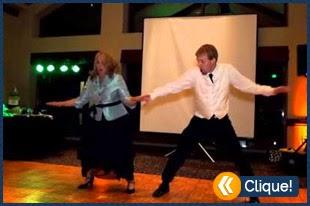 Mãe e filho faz uma dança sensacional para seus convidados