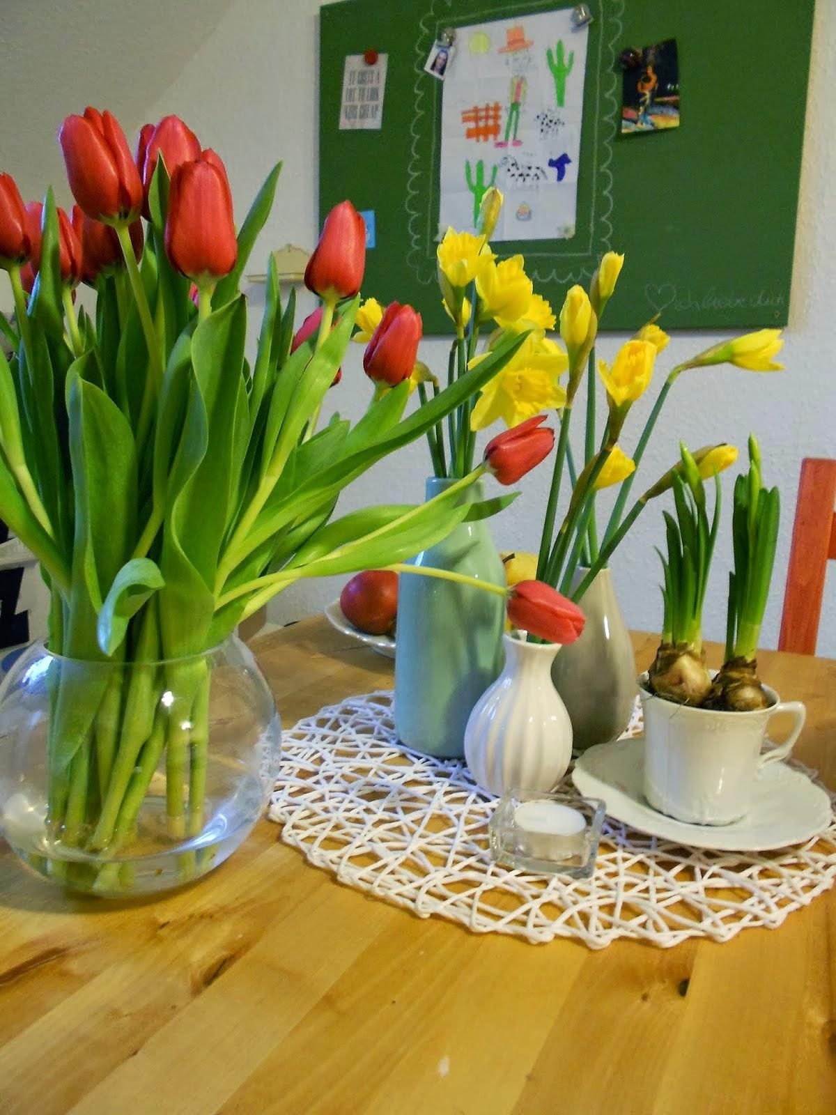 Frische Blumen bringen den Frühling in unsere Küche